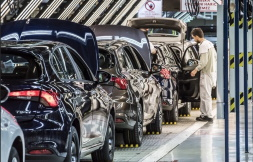 Will the Turkish automotive industry be able to regain its leading position in the Turkish economy ?